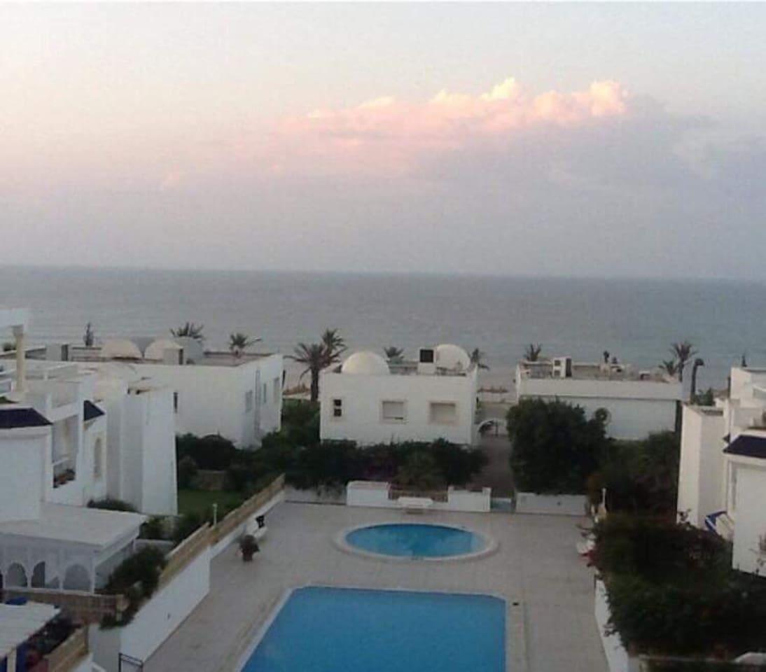 Résidence Très sécurisée disposant de 2 piscines et une plage privée
