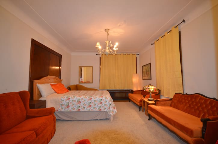 GH1 LARGE ROOM NEWARK FOR 4 GUEST