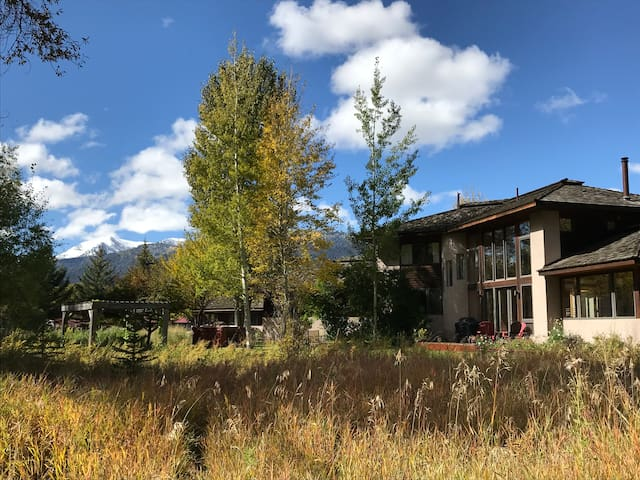 Artistic Retreat on the Snake River