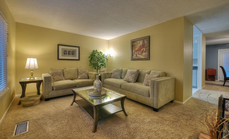 Peaceful Landings (2 King bedroom condo off I-75)