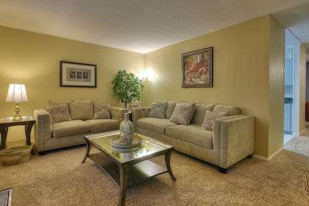 Peaceful Landings  (King bed condo off I-75)