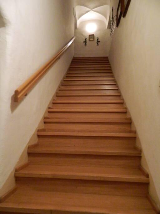 Stiegenaufgang in den Wohnbereich