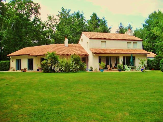 CLISSON / Maison hôte dans les bois - Gorges - Casa