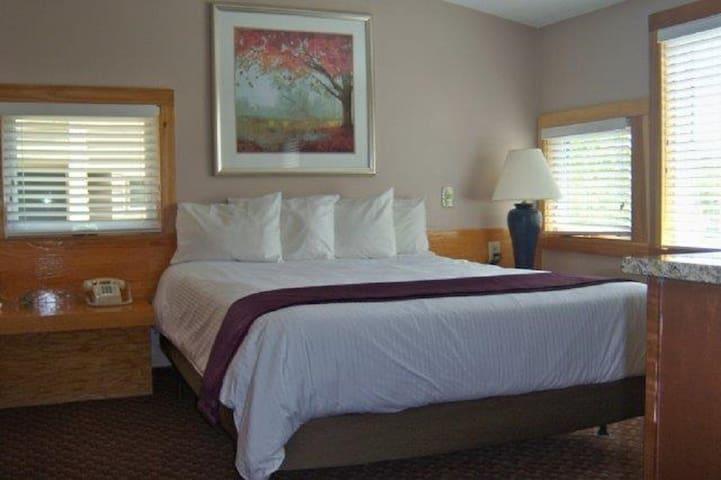 Queen bed in the main bedroom