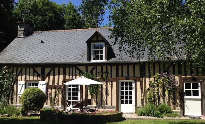 18th Century Cottage, log burner, free wifi - Rouelle
