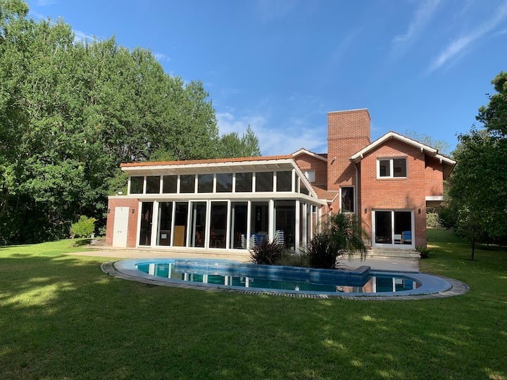 Casa en Cariló con parque y piscina climatizada 🏝