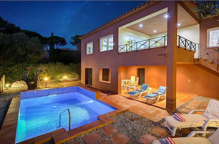DETACHED HOUSE WITH POOL NEAR BEGUR VILLAGE