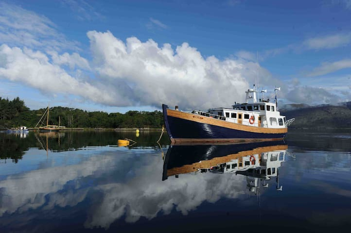 Trawler Yacht home in the Hebrides - Isle of Harris - Loď