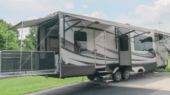 Big Mo RV 5W Toyhauler