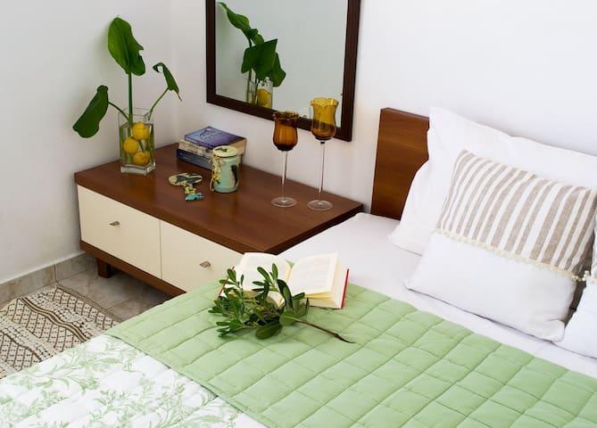 """""""inspiration"""" cozy guestroom"""