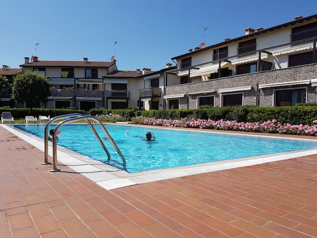 Cozy & Lovely Apartment with Pool in Garda