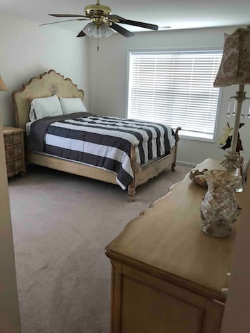 2nd  bedroom with queen bed  2 closet and balcony.