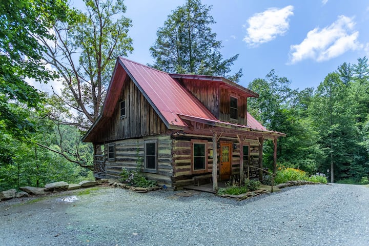 1 of A Kind - Rustic log cabin with privacy, hot tub and pool table!