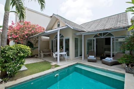 Amazing Kolonial Villa private Pool - Kuta - Villa