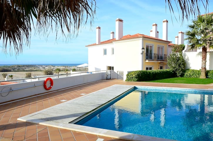 Beachfront 3 bedroom holiday house Praia del Rey