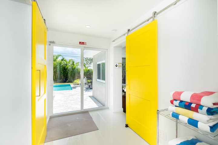 Wilton Manors Mid Century Modern with Heated Pool