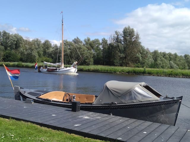On request our beautiful aluminum sloop can be rented.  It's for 10 people and has a fridge.