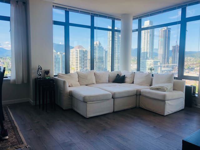 View!! Room available in sub-penthouse in Burnaby