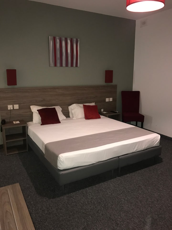 Private Hotel Room in St. Julians (twin/dbl) STD1