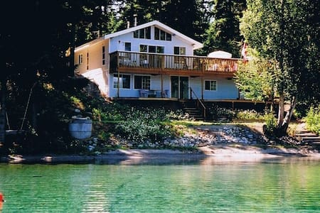 Waterfront Cottage on Gun Lake 3 Bedrms, sleeps  4
