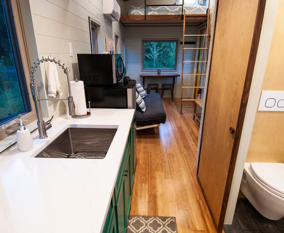 The Balsam Cottage: Tiny Home Outside of Asheville