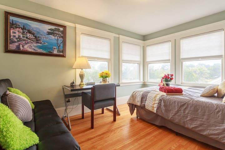 Bright Beautiful Room & a bath in San Francisco-BK