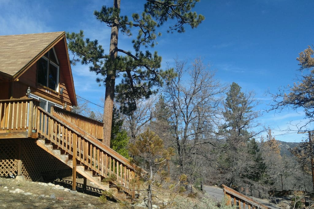 Stairway to heaven adorable and affordable cabins for for Big bear 2 person cabin
