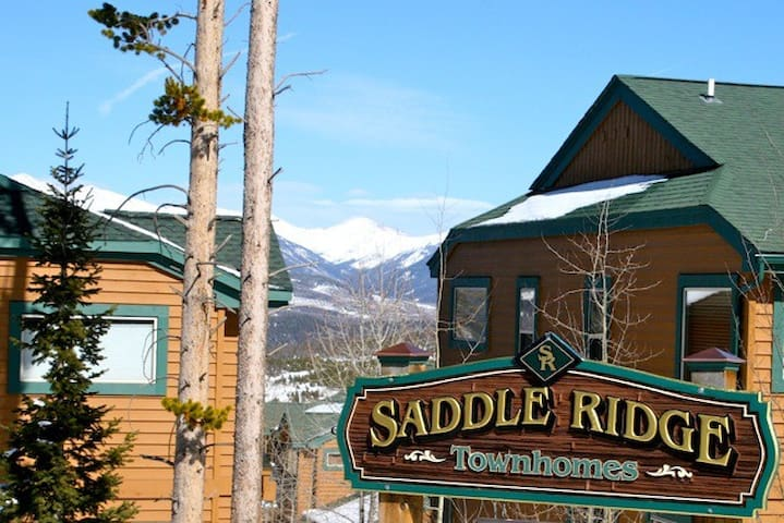 Beautiful 3 Bedroom Town-home Sleeps 10 with Private Garage in Silverthorne