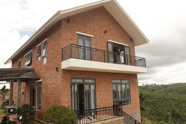 Sen Villa - Căn nhà nằm giữa núi đồi thơ mộng