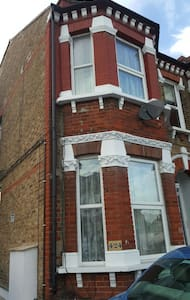 One bed first floor flat - London - Apartment