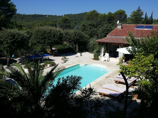 Villa au calme avec  jardin - Taradeau - House