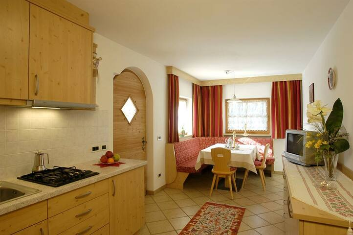 Appartamento Montanara tipo B in Alta Badia - San Cassiano - Huoneisto