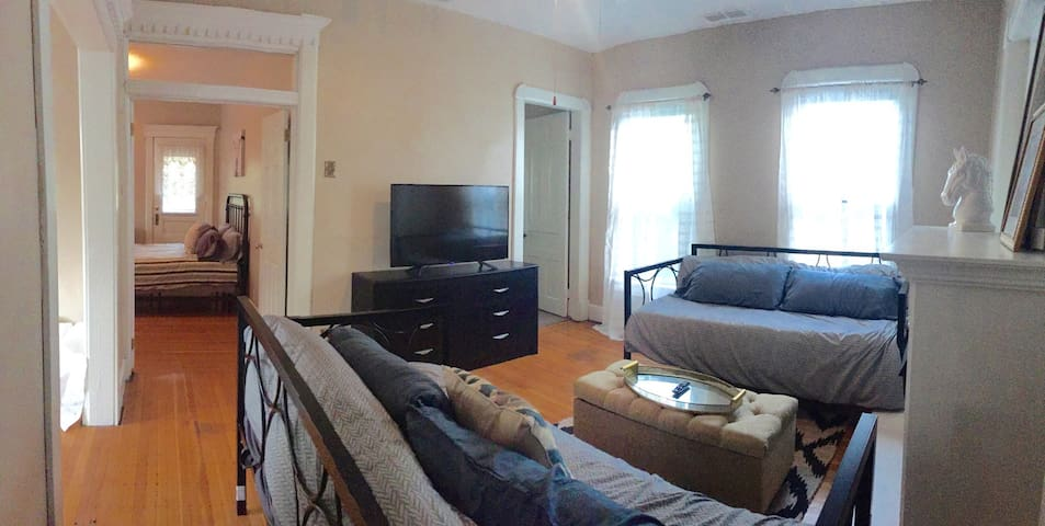 Historic Stay Close to Downtown - Indianapolis - Apartment