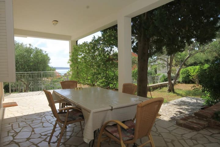 Two bedroom apartment with terrace Nerezine (Lošinj) (A-2518-b)