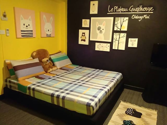 Le Plateau Guesthouse &Cafe-Double room B