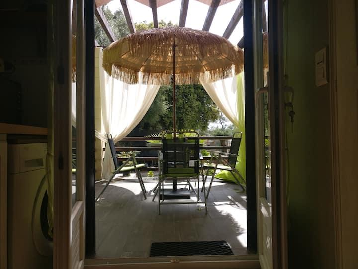 Studio grande terrasse au calme dans Ajaccio.