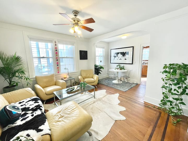 *NEW* Lovely Private SUITE in Downtown Charleston