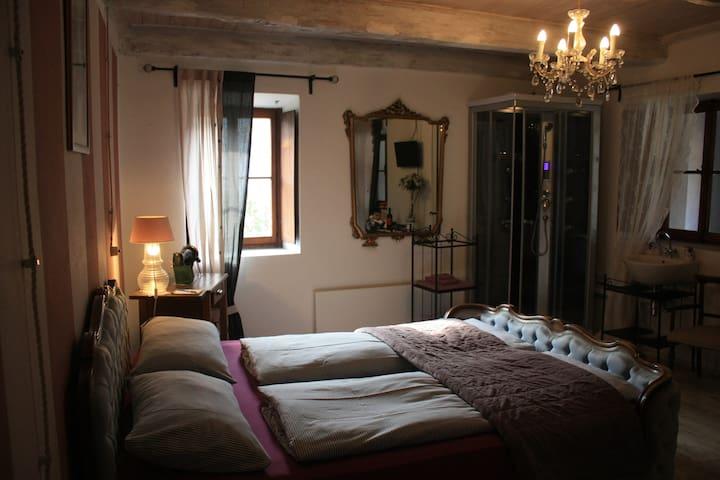 camera romantica con bagno in comune - Losone - Bed & Breakfast