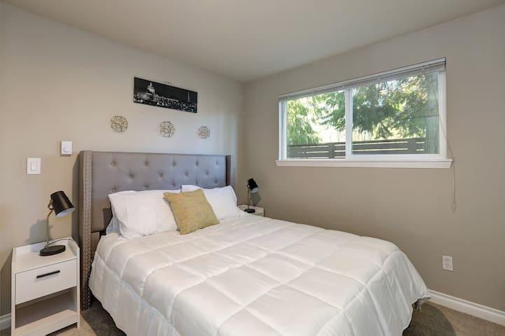 1st Floor Bedroom with Queen Size Bed