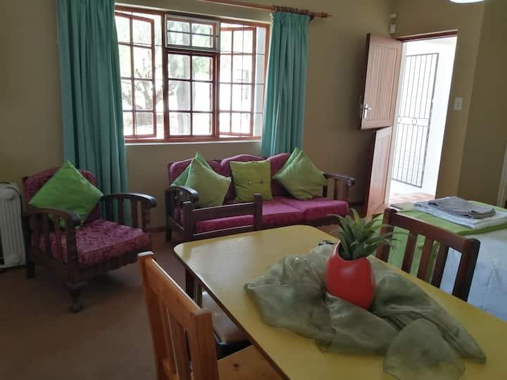 Klipwerf Guesthouse - Woonstel in the Karoo