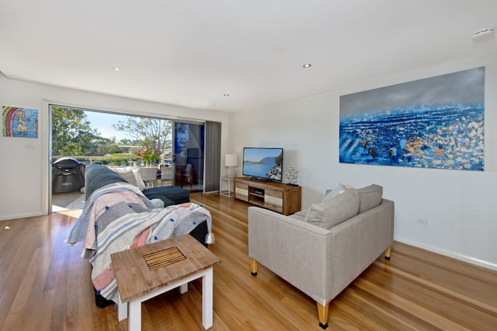 Suibhne - modern apartment opposite river