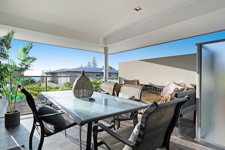 Adult retreat with ocean view 180m fr Cott beach
