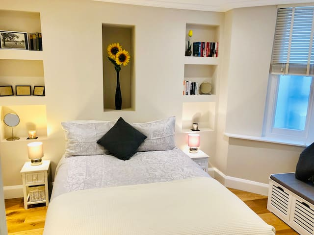 Beautiful private studio, 2mins from Clapham North
