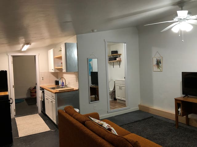 Downtown Provo - Private Entry Apartment