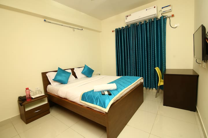 Spacious room near  Raheja Mindspace hitech city.