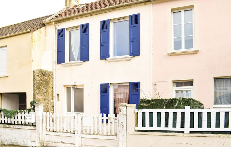 Terraced house with 2 bedrooms on 42 m² in Arromanches-les-Bains