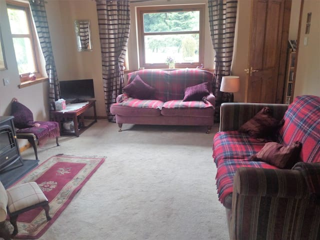 Stunning rural cottage, Killearn near Loch Lomond