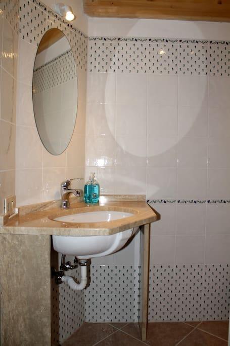 Stanza con bagno privato pernottamento e colazione in affitto a cagliari sardegna italia - Stanza con bagno privato roma ...
