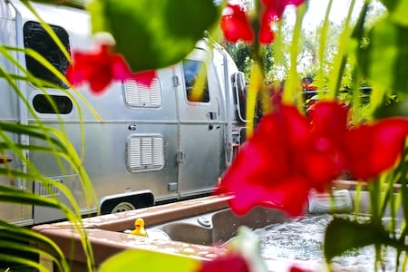 AIRSTREAM + SPA RETREAT minutes to VENICE BEACH ! - Los Angeles