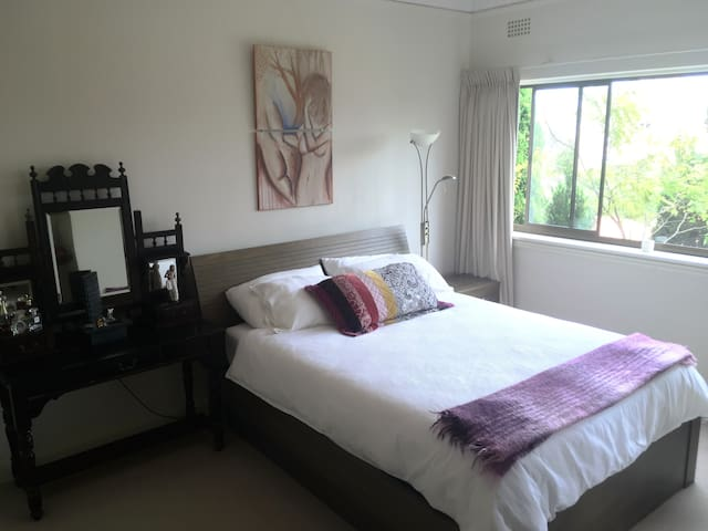Room for rent with harbour views - Neutral Bay - Apartament